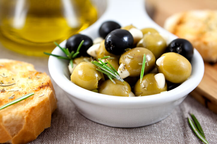 Olives with garlic and olive oil